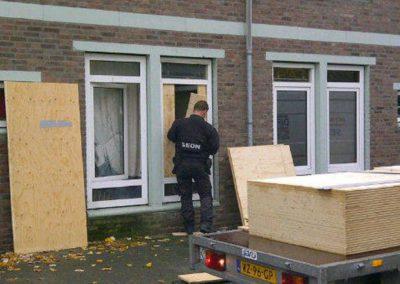 SEON afdichting drugshuis (Foto: Don de Jong, Politie Amsterdam)